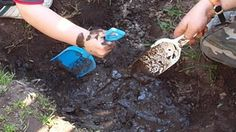 mud... Toddler Activities, Preschool Activities, Outdoor Activities, Learning Through Play, Fun Learning, Mud Kitchen, Teaching Letters, Messy Play, Forest School