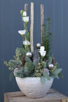 Flower workshop winter / spring – Sanfleur - All About Christmas Flower Decorations, Christmas Flower Arrangements, Christmas Planters, Christmas Flowers, Silver Christmas, Christmas Centerpieces, Rustic Christmas, Christmas Wreaths, Christmas Crafts
