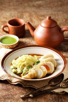 PEMPEK KAPAL SELAM Sajian Sedap  Indonesian egg and tapioca dish  http://9290-presscdn-0-56.pagely.netdna-cdn.com/wp-content/uploads/2015/01/10-best-indonesian-food-blog.jpg