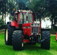 INTERNATIONAL 1455 XL Case Ih Tractors, Big Tractors, Farmall Tractors, Vintage Tractors, International Tractors, International Harvester, Classic Tractor, Heavy Machinery, New Holland