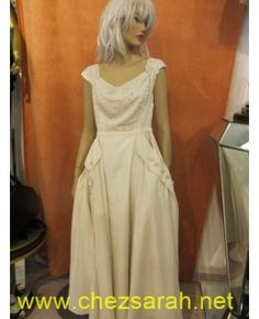 Robe blanche 1950 perlée et strassée