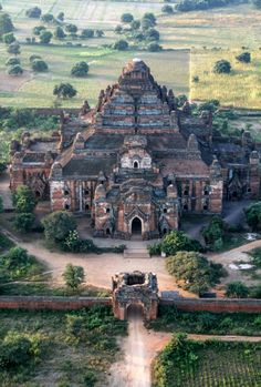 Sacred Architecture, Religious Architecture, Monuments, Places To Travel, Travel Destinations, Myanmar Travel, Bagan, Ancient Ruins, Beautiful Places To Visit