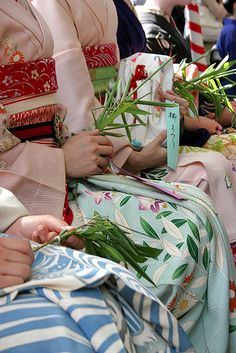 .I love the bright silks of kimono. If I could I would own many and wear them on a daily basis.