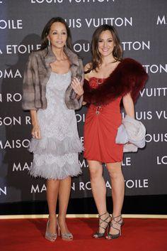 Isabel Preysler y Tamara Falcó, elegancia y 'glamour' en Roma - Foto 2 Fashion Tips For Women, Womens Fashion, Outfits Fiesta, Moda Paris, Fashion Quotes, Style Icons, Vintage Ladies, Glamour, Winter Fashion
