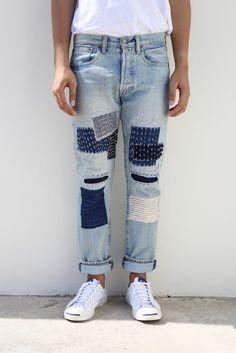 1000 ideas about patchwork on patch Diy Jeans, Make Your Own Clothes, Diy Clothes, Patchwork Jeans, Patched Jeans, Denim Jacket Men, Destroyed Jeans, Denim Fashion, Jeans Style