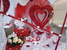 Saints on pinterest - Deco vitrine st valentin ...