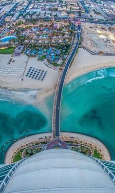 The view from the top of Burj Al Arab in Dubai, UAE /// #travel #wanderlust