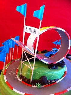 FORMULA 1 CAKE by Red Carpet Cake Design