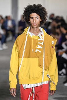 Maison Mihara Yasuhiro, Spring-Summer 2019, Paris, Menswear Vintage Street Fashion, Casual Outfits, Fashion Outfits, Fashion Details, Fashion Design, Versace Men, Outdoor Outfit, Business Fashion, Streetwear Fashion