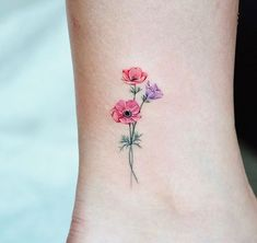 Anemone Studiobysol _ – foot tattoos for women Mini Tattoos, Dainty Tattoos, Small Flower Tattoos, Flower Tattoo Designs, Pretty Tattoos, Cute Tattoos, Beautiful Tattoos, Body Art Tattoos, Small Tattoos