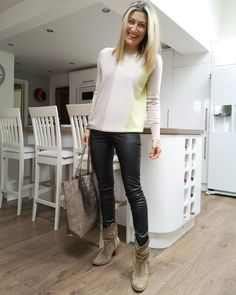 Sweater, leather leggings, boots and tote | For more style inspiration visit 40plusstyle.com How To Wear Leggings, Leather Leggings, Trousers, Style Inspiration, Boots, Sweaters, Fashion, Trouser Pants, Crotch Boots