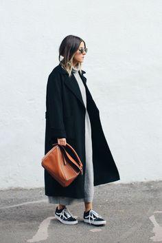 Long black coat, iconic Lowe bag, grey midi dress and classic Vans, simple, classic outfit idea Fashion Mode, Look Fashion, Womens Fashion, Fashion Trends, Fall Fashion, Lifestyle Fashion, Fashion 2016, Big Fashion, Street Fashion