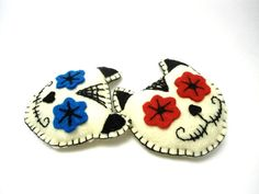 felt sugar skull cats pin brooch pair by romualda on Etsy, $20.00 great traditional style day of the dead accessory for frida kahlo lovers and mexican folk wearing girls