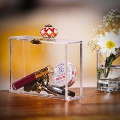 Pin for Later: 43 coole, super-stylische Geschenke zum Selberbasteln Eine durchsichtige Clutch