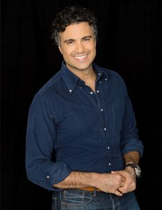 Jaime Camil, Wry Rogelio on <em>Jane the Virgin</em>, Brings Worldly Charm to His Expanding Audience