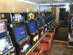 Adjacent to the Compass Rose lounge is a small casino space with several table games and a room with seven slot machines.