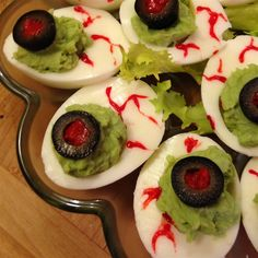 Halloween Eye of Newt servings) INGREDIENTS 12 eggs 1 tablespoon sweet pickle relish 1 tablespoon mayonnaise 1 pinch celery salt 1 tablespoon prepared yellow mustard 2 drops green food coloring… Yeux Halloween, Halloween Eyes, Halloween Goodies, Halloween Treats, Happy Holloween, Halloween 2015, Eye Of Newt Recipe, Good Food, Yummy Food