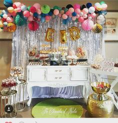 Wow, what a set up by @the_chroniclesofnadia featuring our abtract balloon garland