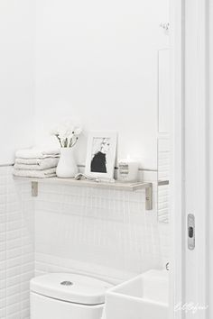 Small bathroom decor - get storage for your beauty products! Best Bathroom Tiles, Best Bathroom Vanities, Diy Bathroom Decor, Bathroom Colors, Bathroom Furniture, Small Bathroom, Loft Bathroom, Black And White Tiles, Small Shelves