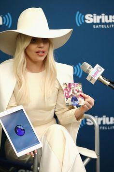Lady Gaga Artpop app 2013 P