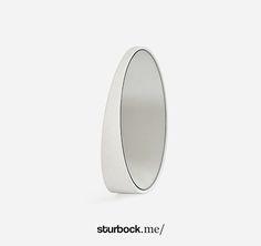 Spiegel aus Eiche kann sowohl an die Wand gehängt oder auf den Tisch gestellt werden: http://sturbock.me/portfolio/spiegel-15/