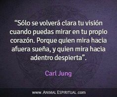 """""""Sólo se volverá clara tu visión cuando puedas mirar en tu propio corazón. Porque quien mira hacia afuera sueña, y quien mira hacia adentro despierta"""". Carl Jung."""