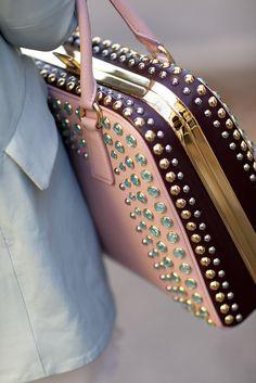 #Batchwholesale com  2013 latest Prada handbags online outlet, discount FENDI bags online collection, fast delivery cheap Prada handbags