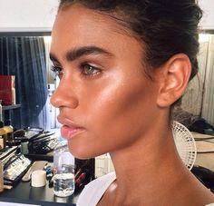 Strong highlight X bushy brows