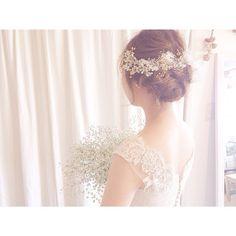 髪にはミモザのお花も少し添えて春らしくしました*  当日はブーケにもミモザが入るそうなので、絶対に可愛いですね^ ^  #weddingdress #wedding #ウェディング #ウェディングドレス #maisonsuzu #レース