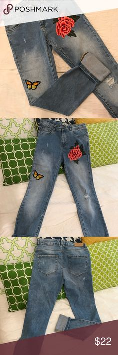 """NWOT flower patch jeans jeans w cute flower n butterfly patches, never worn. skinny fit. laying flat measures waist: 13.5"""" inseam: 30"""" Zara Jeans"""