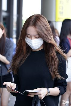 Krystal's airport fashion Krystal Fx, Jessica & Krystal, Jessica Jung, Korean Girl, Asian Girl, Krystal Jung Fashion, Airport Style, Airport Fashion, Stupid Girl