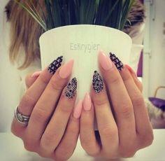 Ciekawy print na paznokciach