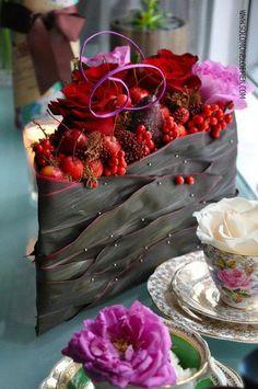 Arrangement by Solomon Bloemen Unique Flower Arrangements, Unique Flowers, Amazing Flowers, Red Flowers, Floral Cake, Arte Floral, Floral Vintage, Ikebana, Flower Decorations