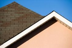 Roof mold or moss can stain your shingles green or black. While this is unattractive, it also harms the roof by allowing moisture to develop beneath shingles. Roof wood can rot, and asphalt shingles can degrade. Learn how to kill roof moss and mold. Diy Roofing, Roofing Felt, Wood Shingles, Asphalt Shingles, Roof Installation, Painting Concrete, Roof Styles, Roofing Contractors, Roofing Materials