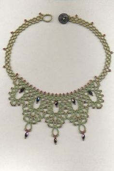 tatted necklace - nice way to construct neck