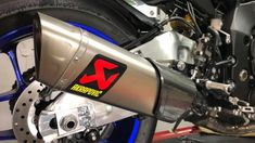 2018 Yamaha - Stock exhaust vs Akrapovic Evo Line (Titanium) Motorcycle News, Bobbers, Cafe Racers, Choppers, Exhausted, Evo, Yamaha, How To Find Out, Racing