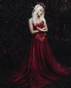 Dark Red Dresses, Beautiful Red Dresses, Red Gowns, Nice Dresses, Elf Cosplay, Rose Gown, Blood Elf, Elfa, Queen Costume