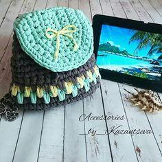 Penye İpten Örgü Çanta Modelleri 8 Crochet Purses, Crochet Hats, Fabric Yarn, Knitted Bags, Crochet Patterns, Embroidery, Knitting, Handmade, Diy Bags