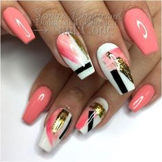 Nail foil is that special ingredient that makes your nail art look individual not to mention that it is incredibly easy to use. That is why today we are going to share with you some fresh and intricate foil nail art designs. We hope you enjoy! Trendy Nails, Cute Nails, My Nails, Hair And Nails, Foil Nail Art, Foil Nails, Nails With Foil, Foil Nail Designs, Makeup Designs