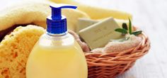Does anything seem more refreshing than a bath after returning home from work with cold water and a shower gel? Know how to make olive oil body wash at home by reading this post Diy Gel Douche, Gel Douche Bio, Bio Oil Stretch Marks, Homemade Body Wash, Homemade Beauty Tips, Jelsa, Diy Skin Care, Natural Cosmetics, Shower Gel