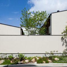 横内敏人建築設計事務所|T. Yokouchi Architect & Associate|京都市の住宅・建築設計事務所 Japanese Plants, Japanese House, Bauhaus, Facade, Entrance, Minimalist, Exterior, House Design, Landscape