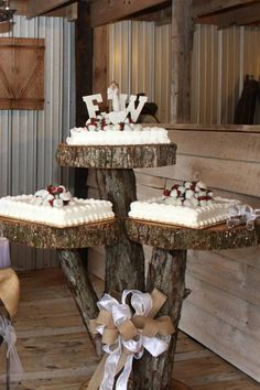 Country Wedding Cakes Country Wedding Cakes Top 14 Must See Rustic Wedding Ideas —elegant white wedding cake on the wooden tumps with burlap and ribbon for country barn weddings. Wedding Sheet Cakes, Camo Wedding Cakes, Country Wedding Cakes, Country Barn Weddings, Black Wedding Cakes, Wedding Cake Rustic, Beautiful Wedding Cakes, Wedding Cake Designs, Wooden Wedding Cake Stand