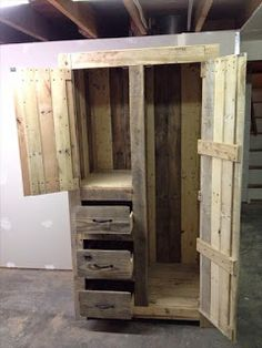 Armoire Made From Pallets      -   #pallets