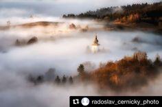 Slovenská rozprávka  #praveslovenske od @radoslav_cernicky_photo  #slovensko #slovakia #kremnickebane #landscape #nature #clouds #inversion #trees #forest #valley #hills