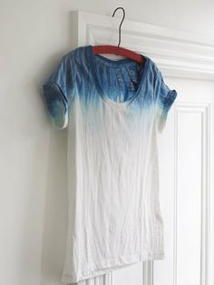 DIY: dip dye t-shirt. Got my tie dye kit ready to go. Do It Yourself Mode, Do It Yourself Fashion, Dip Dye T Shirts, Dye Shirt, Ombre Shirt, Shibori, Diy Clothing, Looks Cool, Mannequins