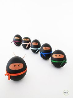 Can you believe it's almost Easter time? So, here is a fun craft to make this weekend: Ninja eggs! I'm pretty sure your kids are gonna love them! It's quite simple, and you already have… Easter Arts And Crafts, Easter Crafts For Kids, Diy And Crafts, Easter Ideas, Easter Stuff, Bunny Crafts, Happy Easter, Easter Bunny, Easter Eggs