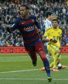 Vibra, Neymar! Brasileiro divide pódio da Bola de Ouro com Messi e Cristiano #globoesporte