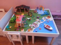 Matériel : – 4 x LACK, Table d'appoint 55x55cm, blanc (200.114.13) ou – 1 x LACK, Table basse 90x55cm, blanc (000.950.36) Description : Après plusieurs recherches sur le web et n'ayant pas trouvé mon bonheur, j'ai décidé de me lancer dans la construction d'une table de jeux pour les playmobils de ma fille. J'ai commencé par acheter 4 petites tables pour enfants 55cm x 55cm chez Ikea (environ 7€ / table): Puis j'ai chez acheté à la découpe dans un grand magasin 3 planches d'aggloméré ép 1...