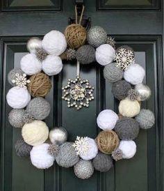Couronne de Noël en pelotes de laine