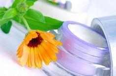 Quelles sont les huiles non-volatiles ou essentielles qui fournissent la meilleure protection solaire ? Cet article vous éclaire sur ce sujet.